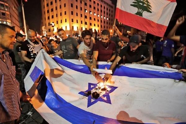 آتشزدن%20دوباره%20پرچم%20رژیم%20صهیونیستی%20در%20تظاهرات%20لبنان