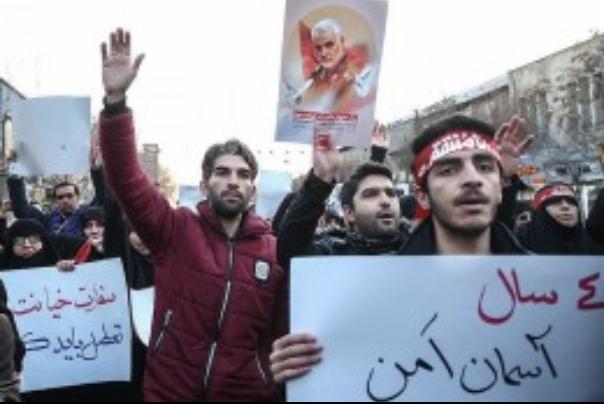 حضور پرشور مردم مشهد در حمایت از جبهه مقاومت و همدردی با خانواده های شهدای حادثه سقوط هواپیما