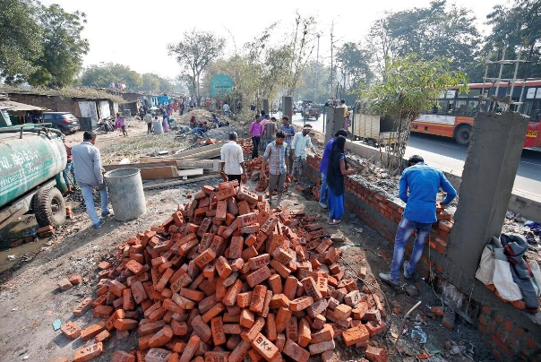 احداث دیوار در  هند بخاطر ترامپ
