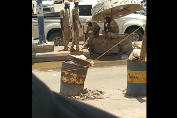 تحسباً للإنتفاض عليها.. الامارات تكثّف نقاطها العسكرية في مدينة المكلّا بحضرموت (فيديو)