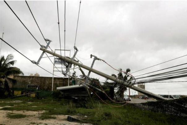 قطع برق و تعطیلى پالایشگاهها و بنادر نفتى آمریکا در مسیر توفان دلتا
