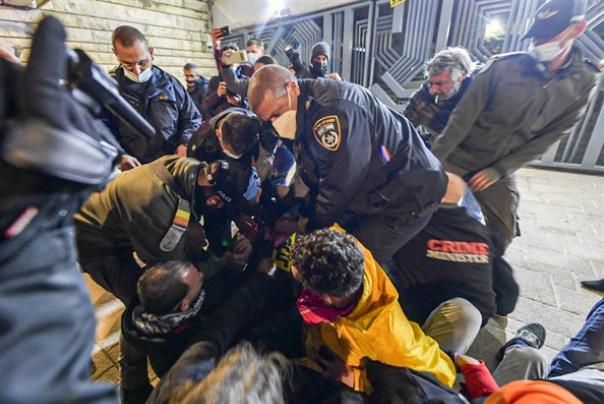 עימותים עם מפגיני שמאל מול בית הנשיא