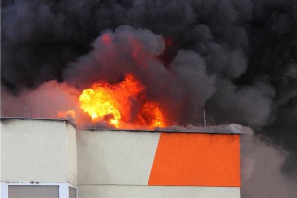אש ברכב של הקצין: שריפה פרצה בבקעה