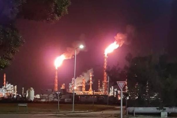 وقوع آتشسوزی گسترده در پالایشگاه نفت حیفا