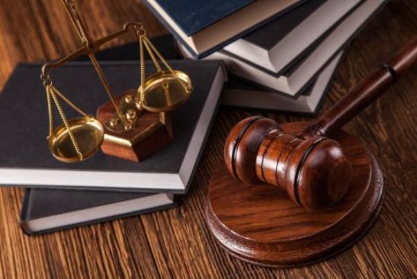 مجلس انحصار بازار وکالت و سردفتری را میشکند؟