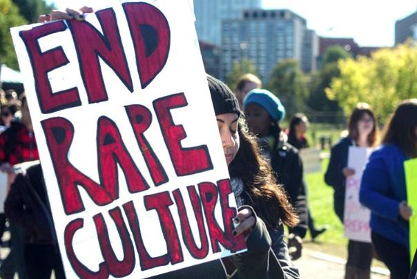 اعتراض دختران اروپایی به فرهنگ تجاوز و خشونت جنسی