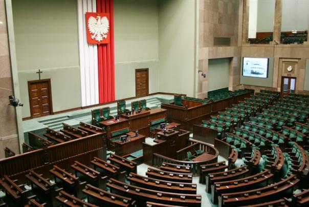 הפרלמנט הפולני נגד ניצולי שואה