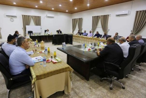 נוכחות המשלחת הישראלית בחדר ליד אנשי החמאס הבולטים בשיחות קהיר